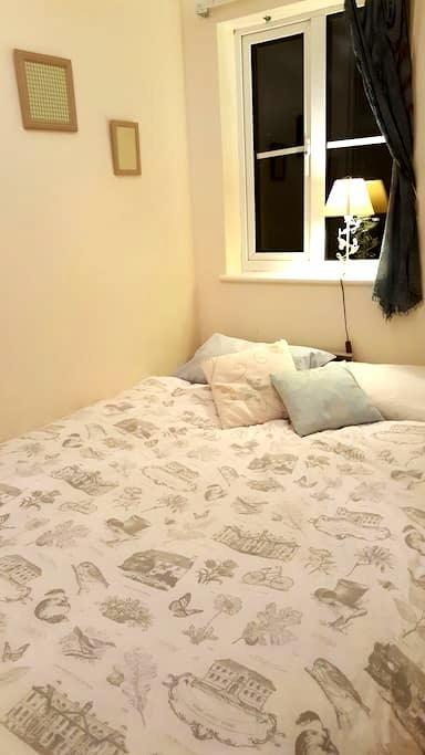 Cosy room near Elstree station - Borehamwood - 獨棟