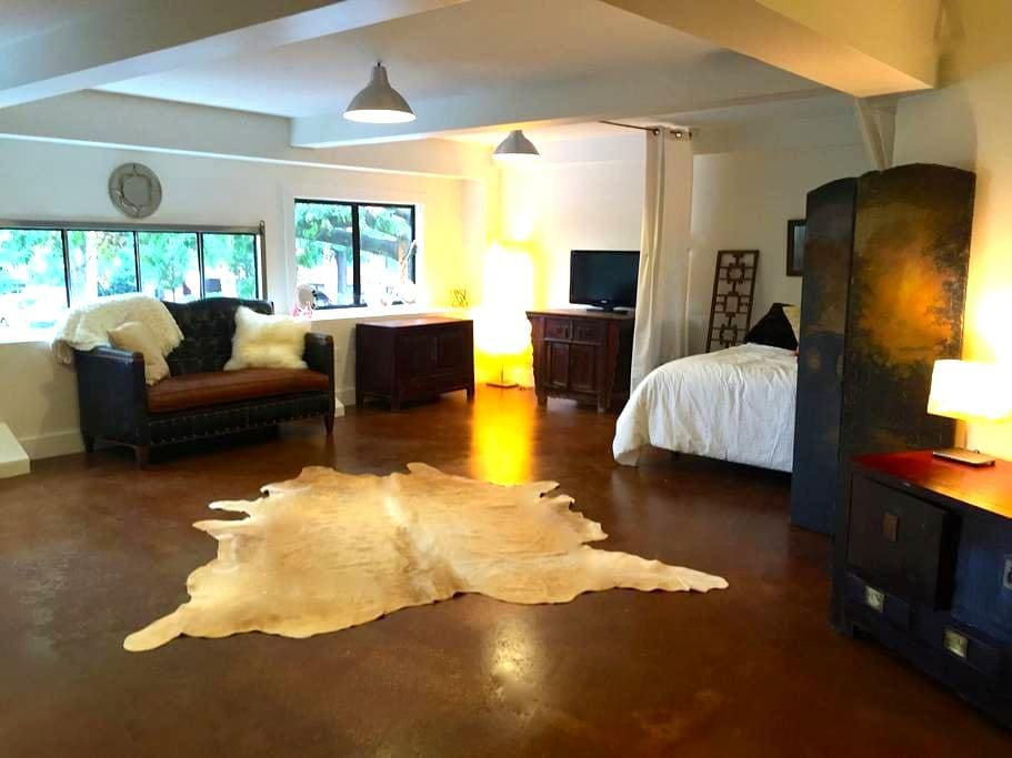 Gorgeous downtown studio apt off the Mall! - Charlottesville - Appartement