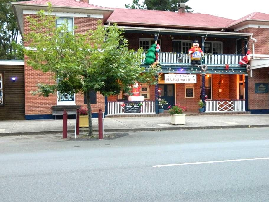 Beaufort  House Bed and Breakfast Motel Unit One - Adelong - Bed & Breakfast