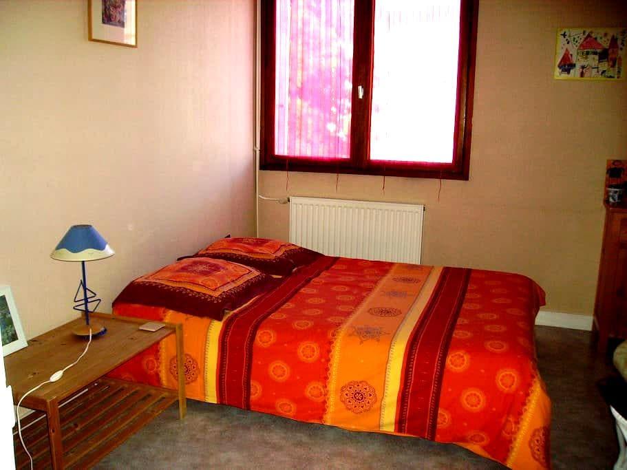 Chambre privée dans grand appartement de 100m2 - La Roche-sur-Yon - Pis