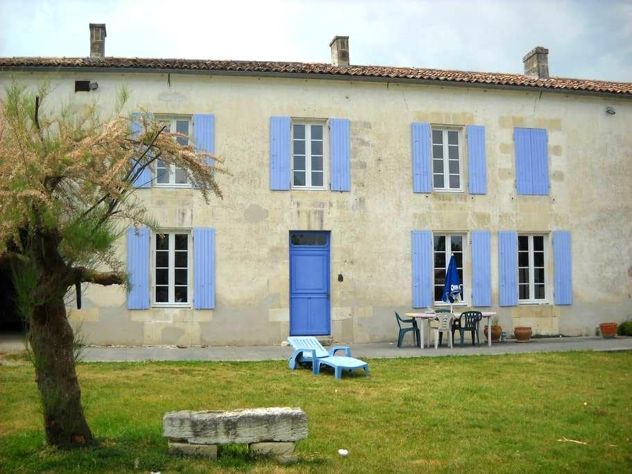 charming house in the country - Germignac - 一軒家