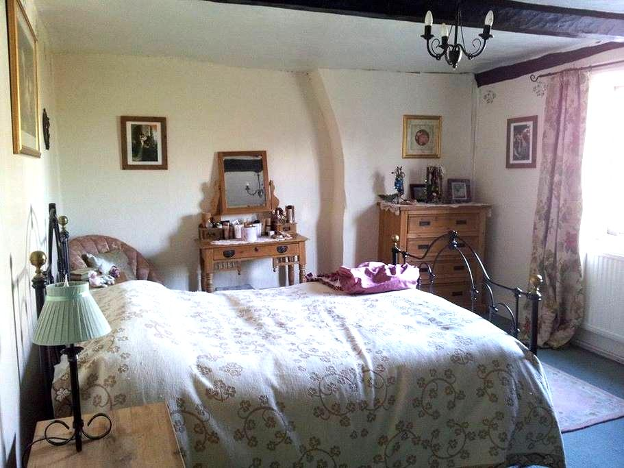 Gorgeous Room in Listed Buliding! - Bromham - Hus