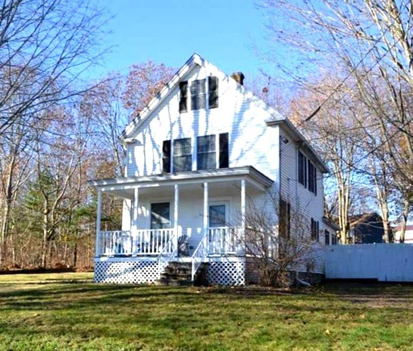 Updated House in Peaceful Setting - South Portland - Hus