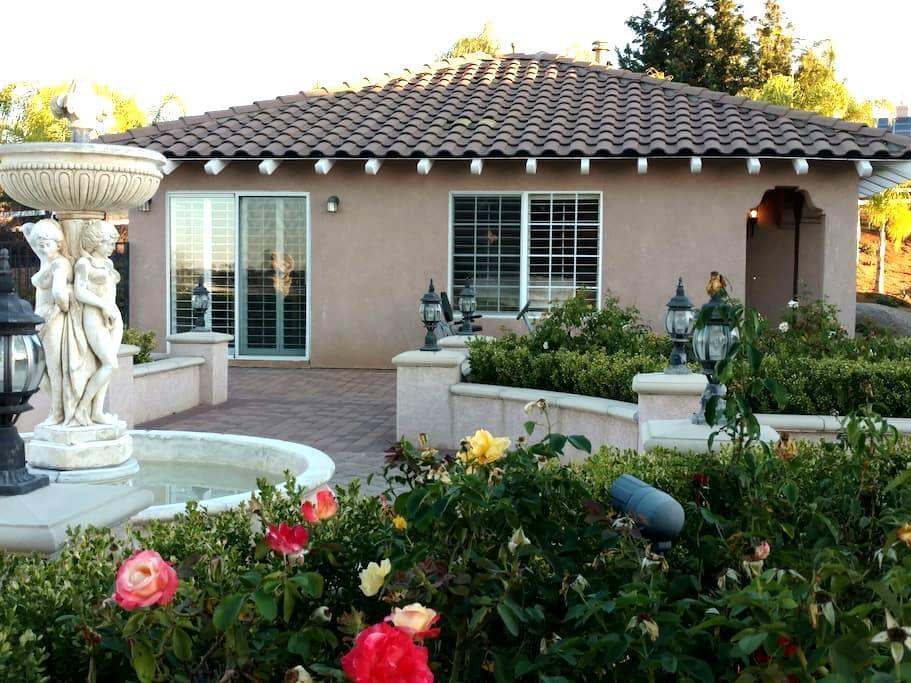 Rose Garden Guesthouse - Valley Center - Hus