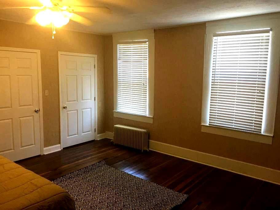 The Honey Hole Loft - Bardstown - Lägenhet