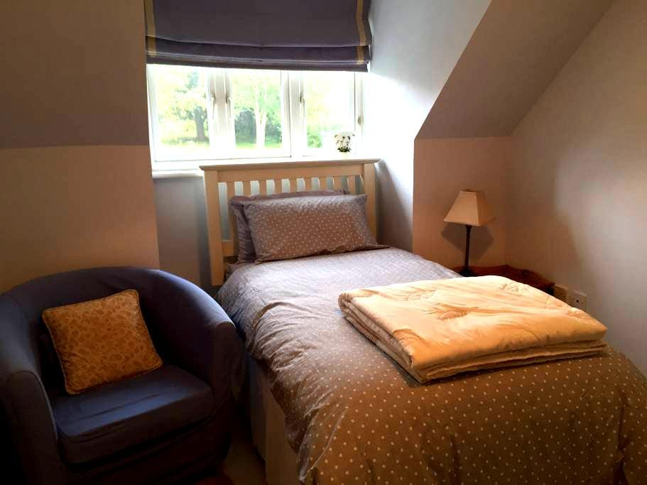 Single room close to City Centre and St Fagans. - Cardiff - Dom