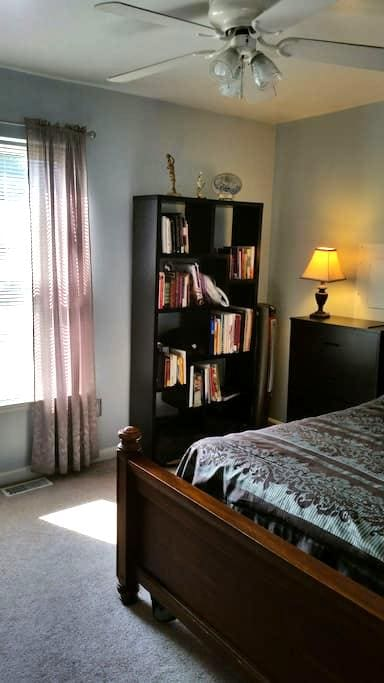 Cozy Room w/ Access to Kitchen, Living Room & Deck - Indian Head - Maison