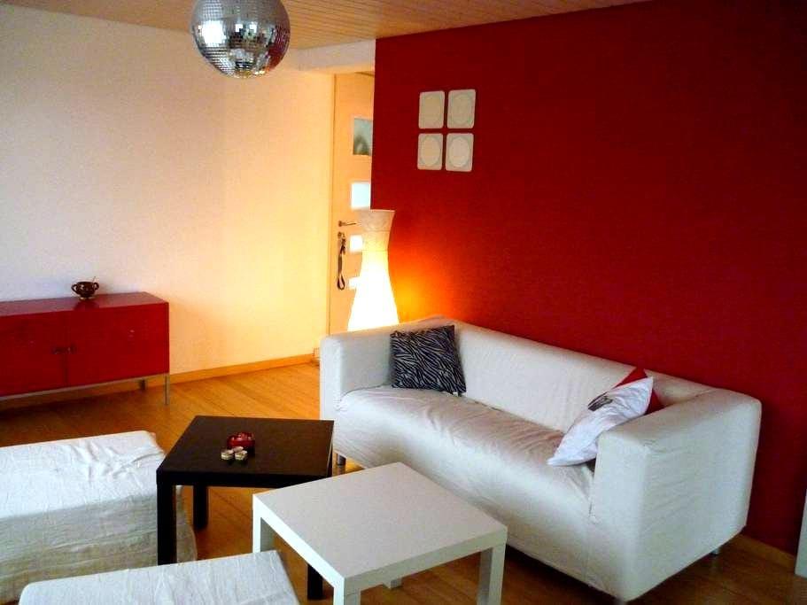 Nice apartment in a quiet area - Wünnewil - Apartamento