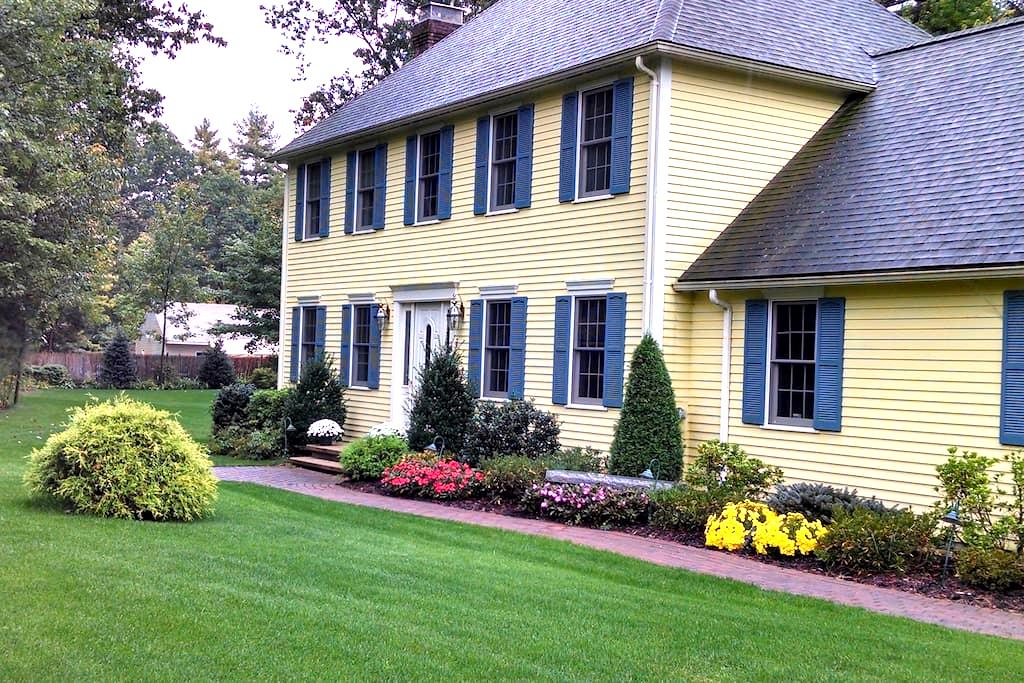 Entire Colonial Home West of Boston - Shirley - Hus