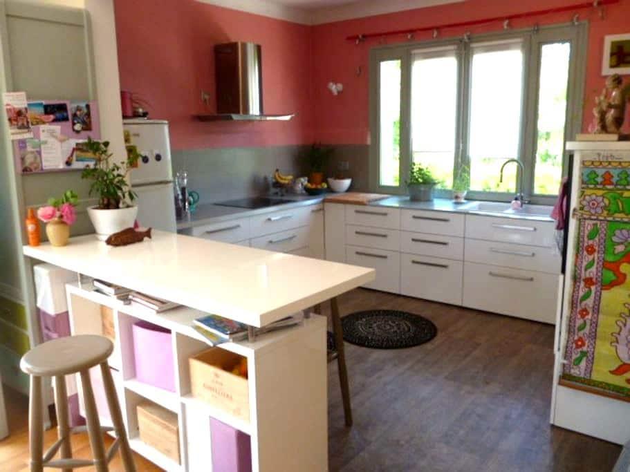 Belle maison spacieuse et lumineuse - Saint-Jean-de-Niost - Huis