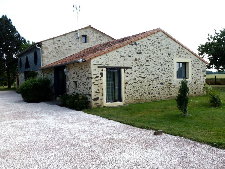 gîte rural 2(5) pers. 50m² 1 chambre,jardin 3000m² - Les Cerqueux-Sous-Passavant - Huis