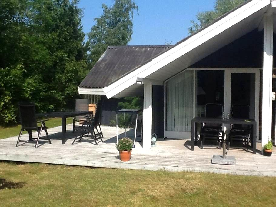 Great summer cottage near the beach - Højby - Hus