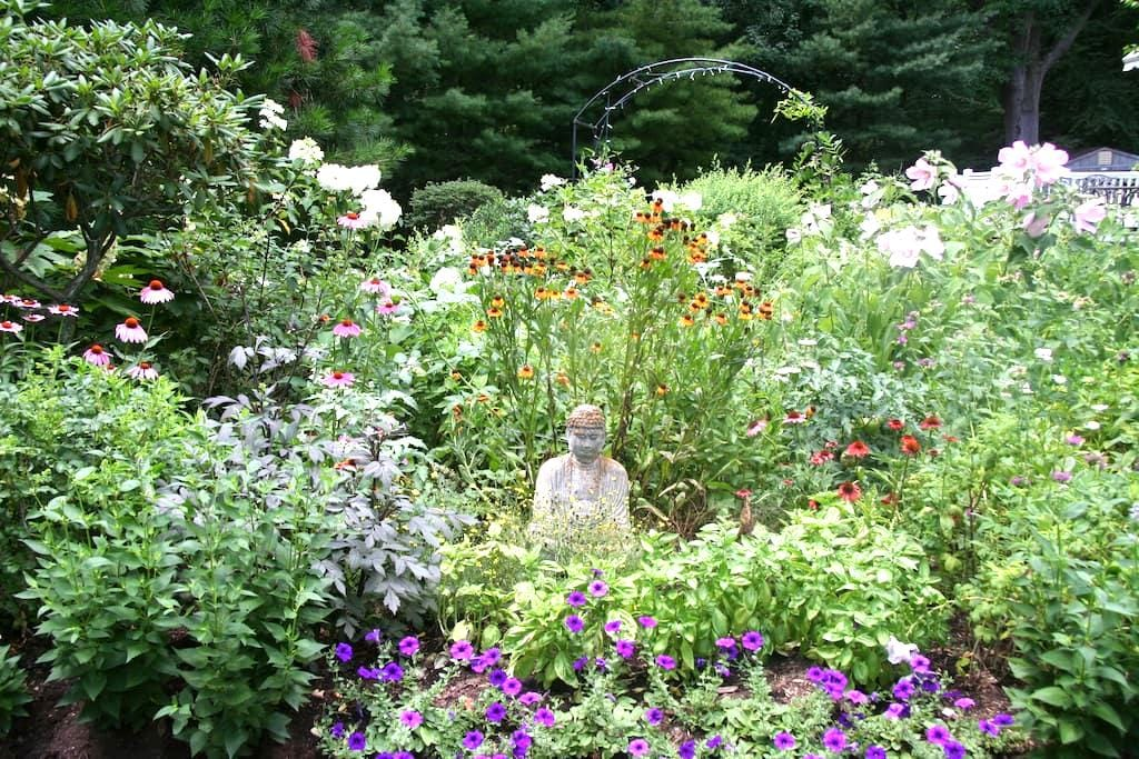 Tranquil Woodland Sanctuary near town center - Guilford - Maison