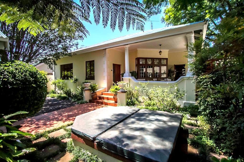 Beautiful & spacious heritage home! - Johannesburg - Hus