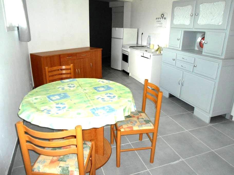 Pièce aménagée en petit studio - Blaye-les-Mines - Casa