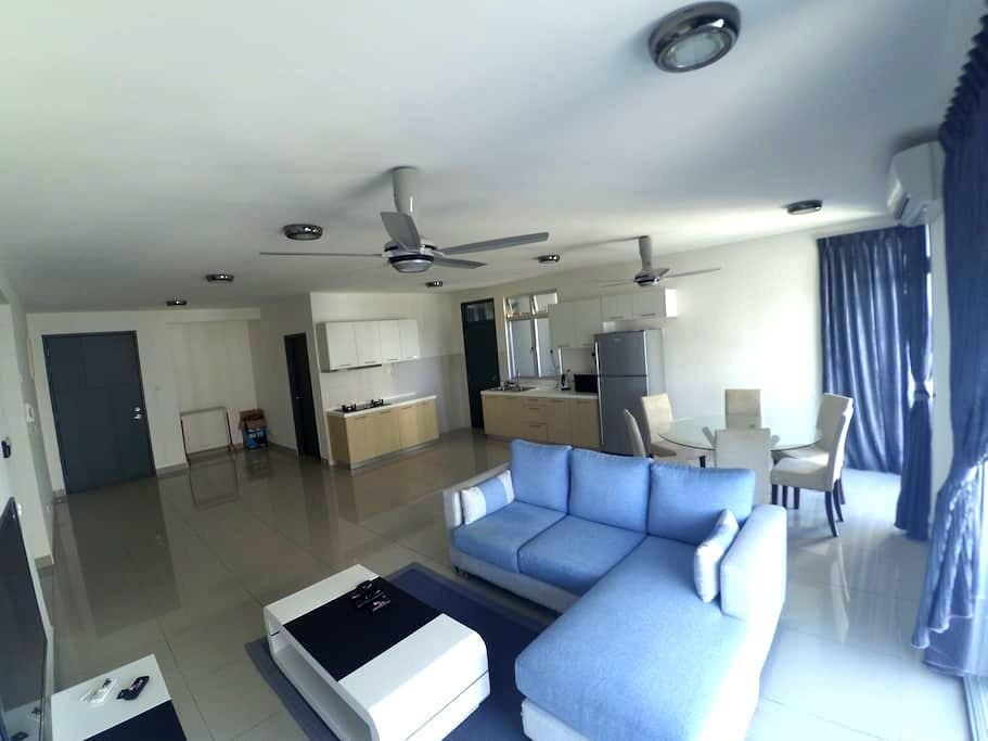 3 BR New Apt @Permas,Guarded,6pax - Masai - Apartemen