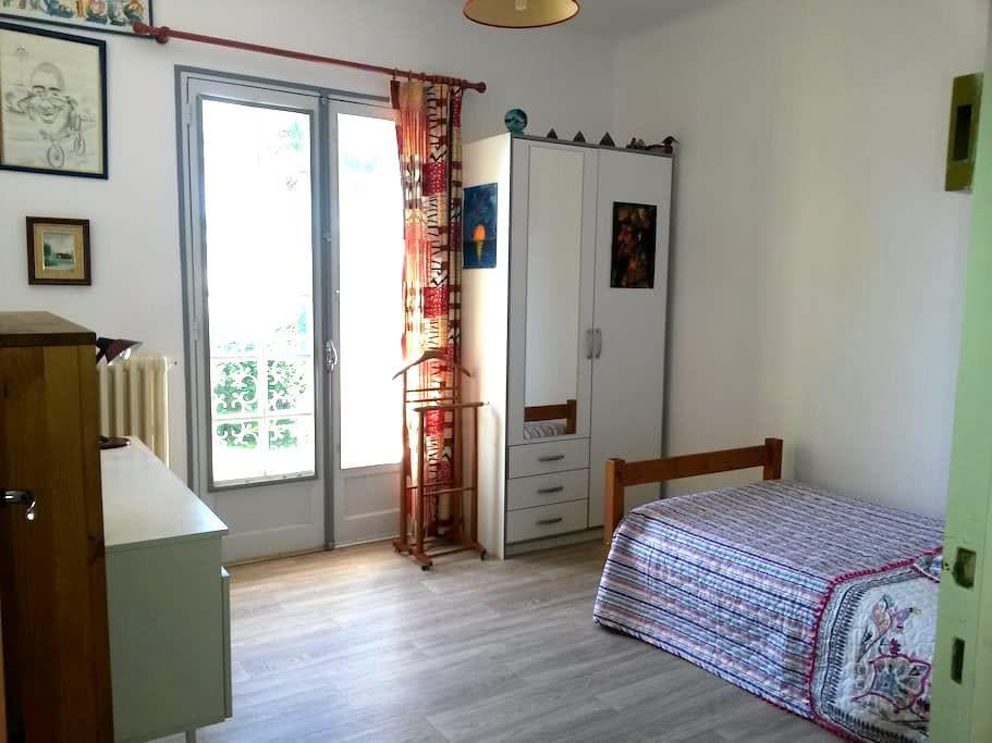 Chambre agréable - Montardon - Huis