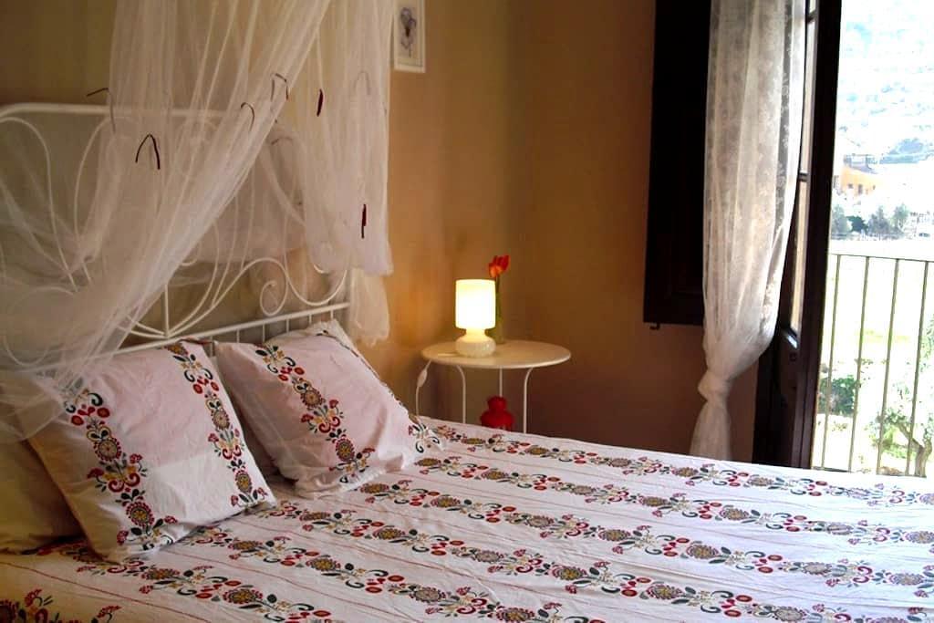 Suite independiente en casa antigua - Porrera - Bed & Breakfast