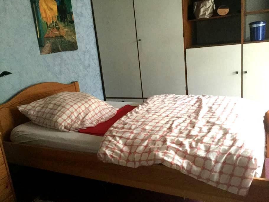Kleines, ruhiges Zimmer mit Balkon - Pforzheim - Ev