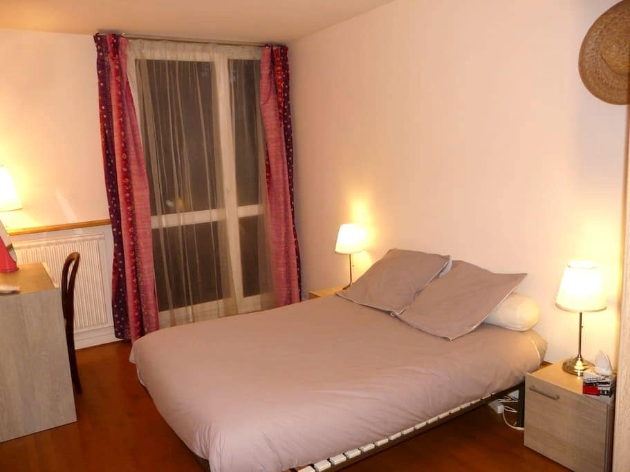 2 chambres + 1 sdb privative. Très calme. - Maurepas - Appartement