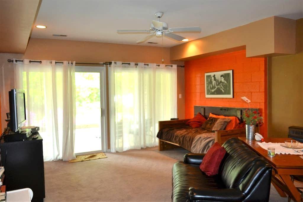Basement living space w/bedroom - Elkton - Talo
