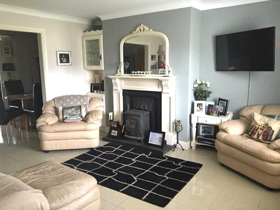 Great location comfy 2 bedroom! - Ennis