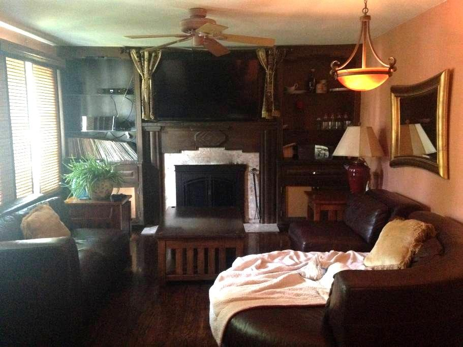 King Bed, Cozy Fireplace, Peaceful - Belmar - Hus