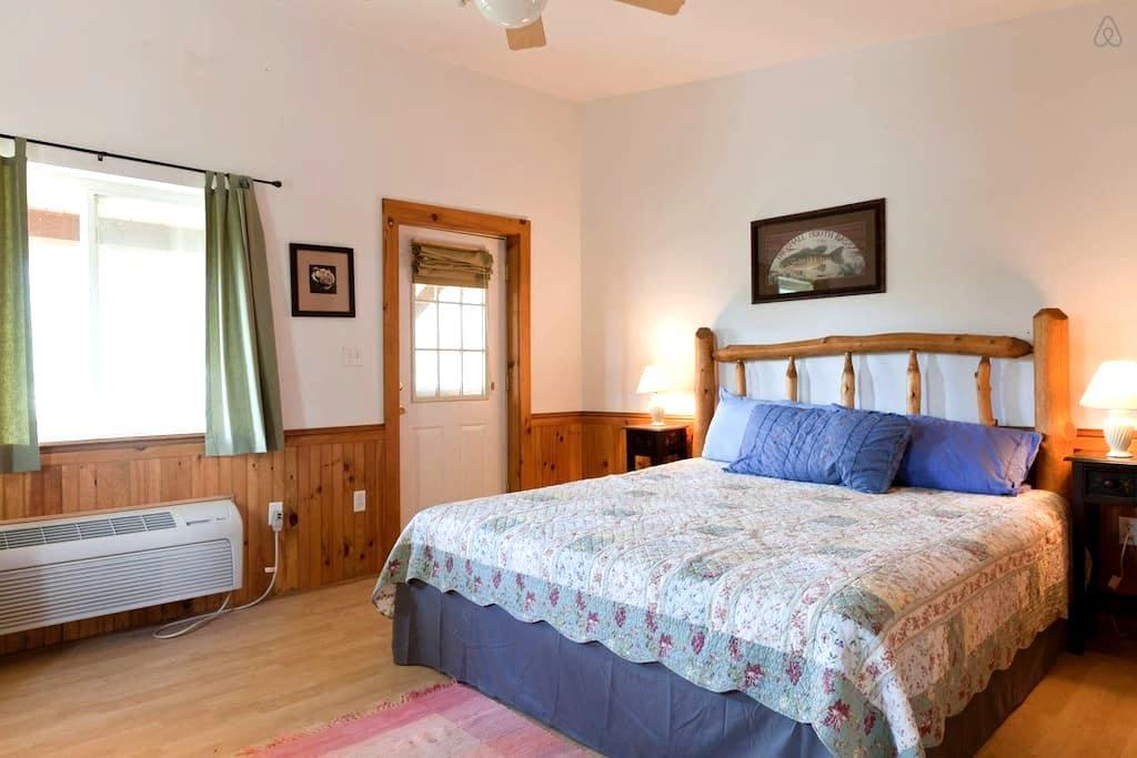 Room in Remote Mountain Lodge - Hot Tub #4 - Parrottsville - Srub