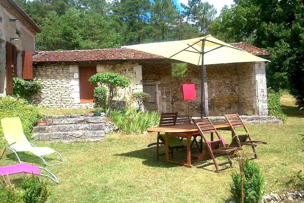 LA FONTAINE DE LAGUIZAT - Château-l'Évêque - Huis