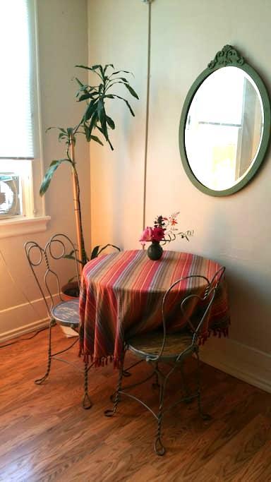 Private studio Courtney BLDG Sunshine daydreams - Tacoma - Appartement