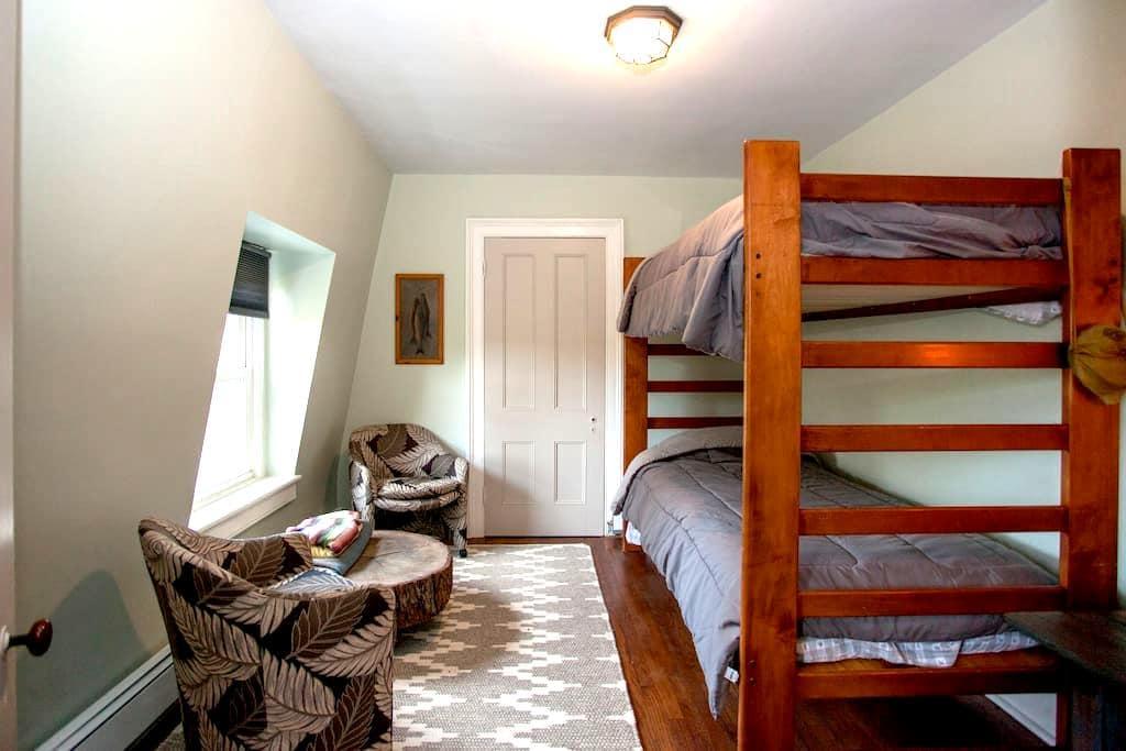 The Hudson Room at Sweetwood Inn - Newburgh - Bed & Breakfast