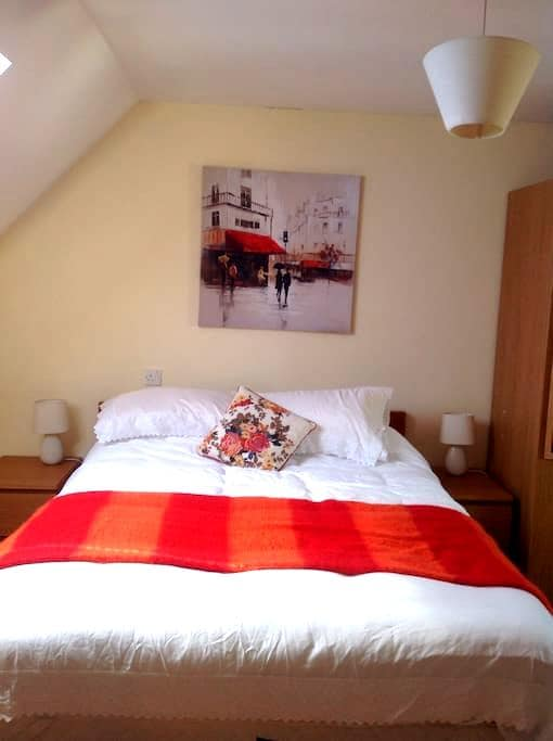 Lovely spacious double in Wiltshire - Hilperton - Hus