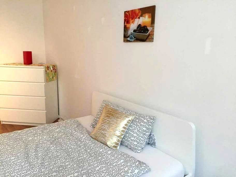 COZY NEW ROOM / FULLY EQUIPPED - Königsbrunn - Ev