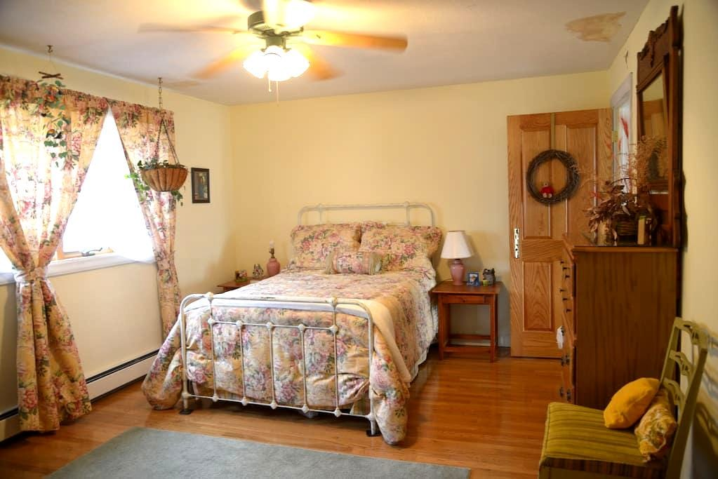 Private Room in Beautiful Home - #1 - Wytheville - Dom