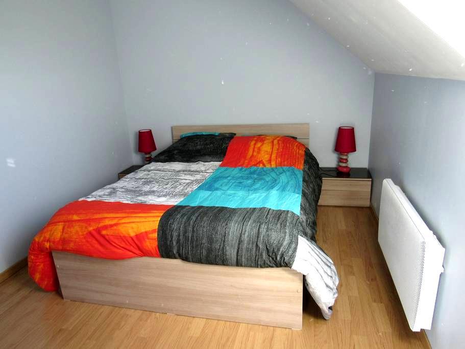 chambre meublée bleue - Montmartin-sur-Mer - Hus