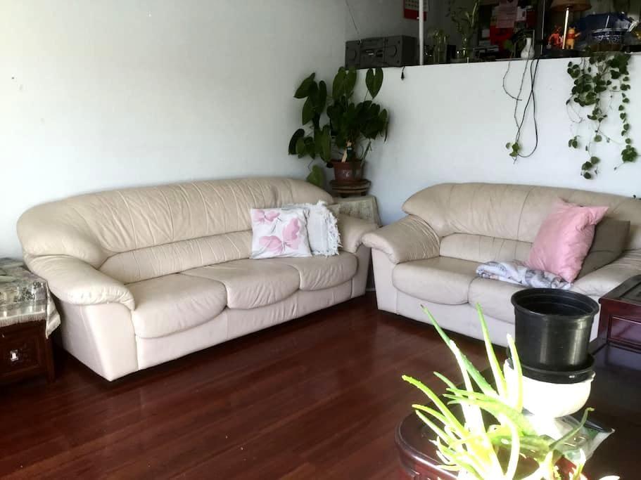 MASTER BEDROOM W/GREAT VIEW & OWN PATIO - Alhambra - Condominio
