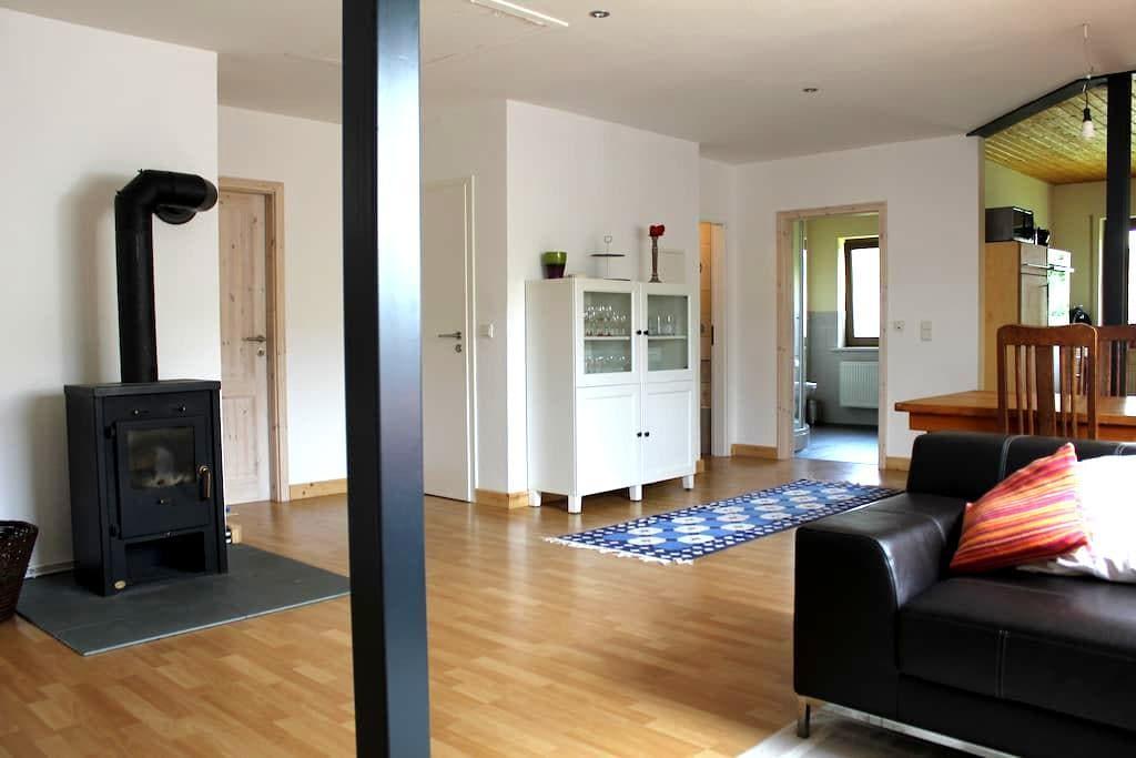 Moderne Ferienwohnung im Grünen - Weinsheim OT Hermespand - Appartement