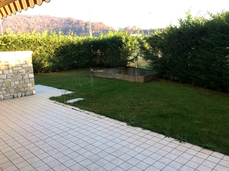 Ai piedi delle colline. - Bergamo - Huoneisto