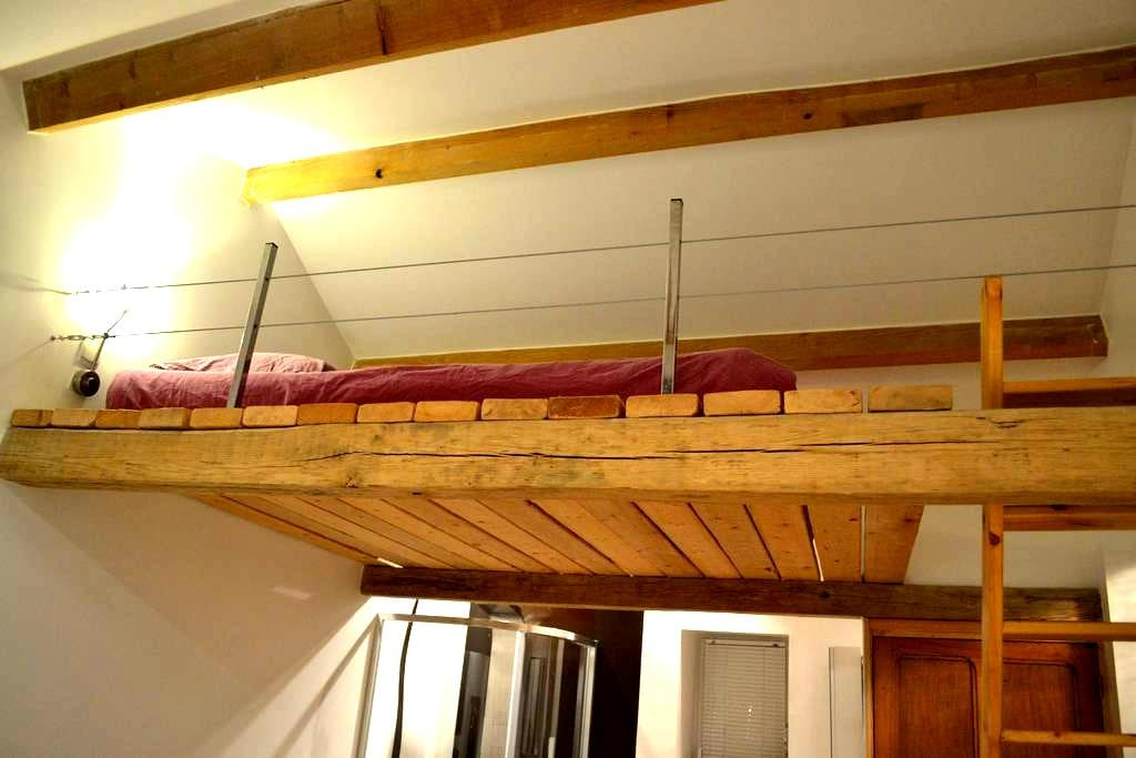 Grande chambre avec cachet, dans longère de charme - Saint-Étienne-de-Montluc - Pension