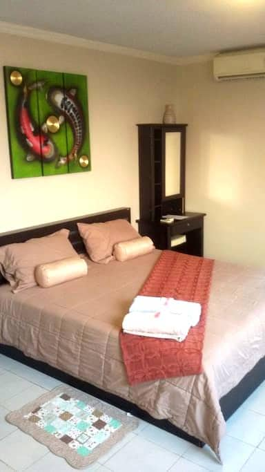 Modern Studio Five Minutes From The Night Market - Nong Pa Khrang - Daire