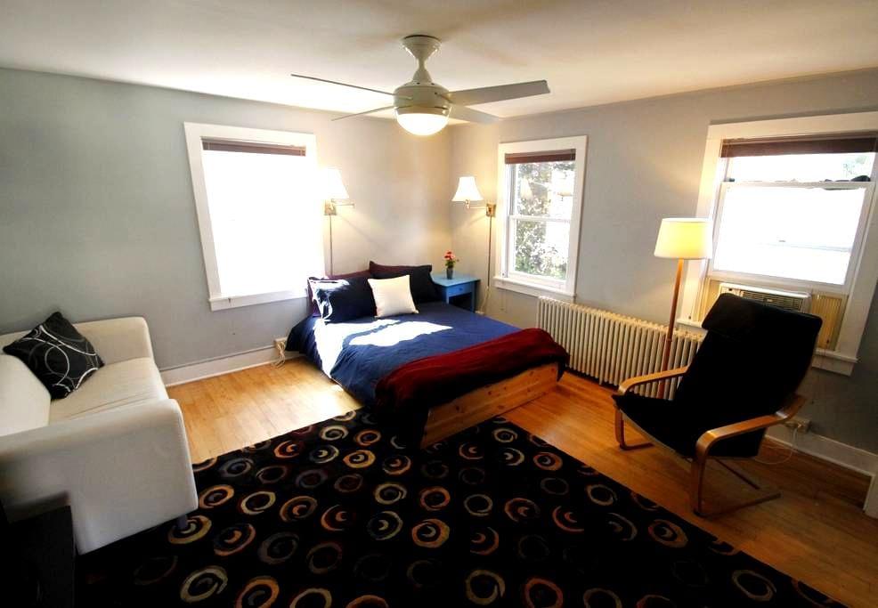 Funky apartment near Lake Champlain - Burlington - Appartement