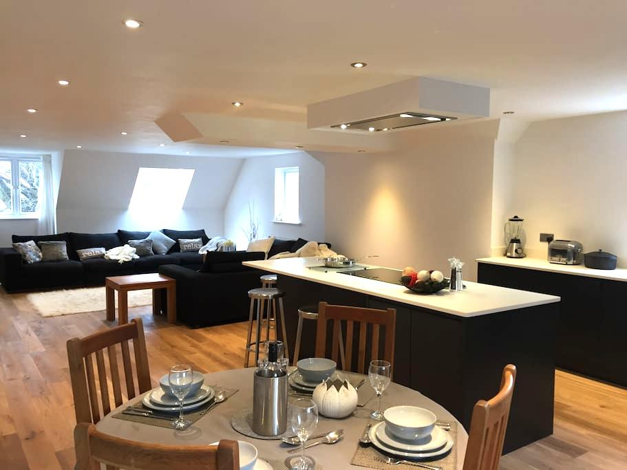 Luxurious City apartment - easy walk/bus to centre - Canterbury - Lägenhet