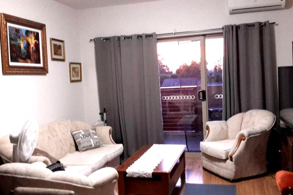 A Third Floor Apartment Close to Amenities - Noble Park - Leilighet
