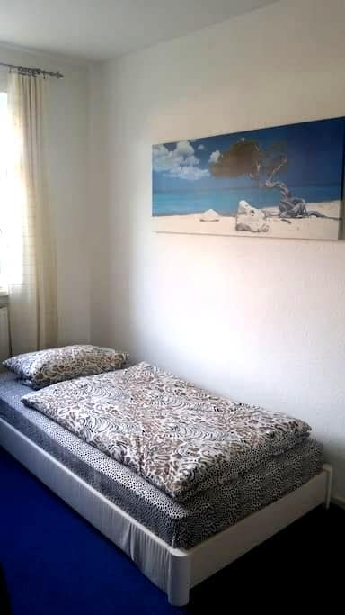 Kleines, helles, ruhiges Zimmer zum Wohlfühlen - Lüneburg - Appartement