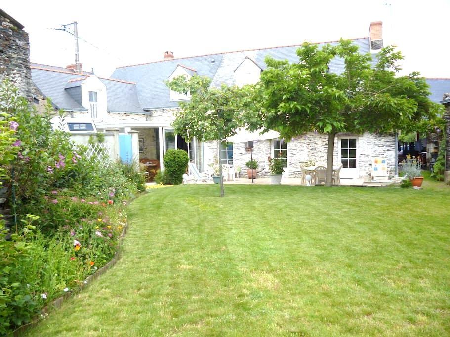 MAISON EN SCHISTE BORD DE LA LOIRE  - Saint-Jean-des-Mauvrets - Huis
