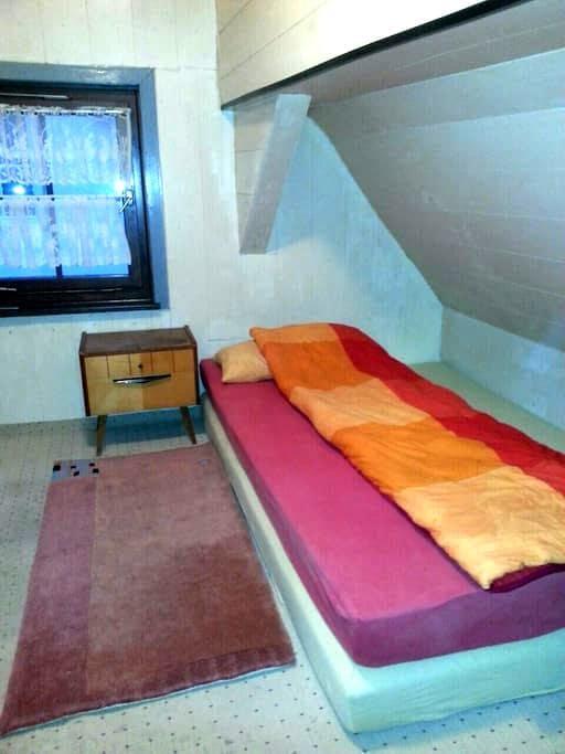 Zimmer im Zentrum der Daimlerstadt - Schorndorf - 獨棟