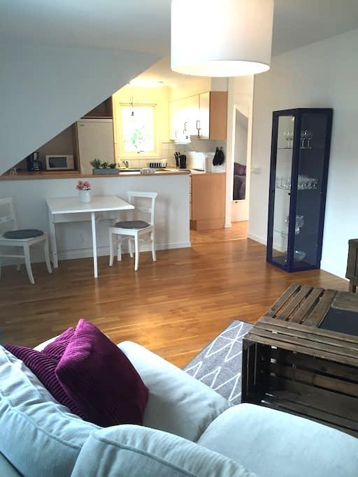 Lägenhet 2 nära city med fantastisk trädgård - Varberg - Appartement