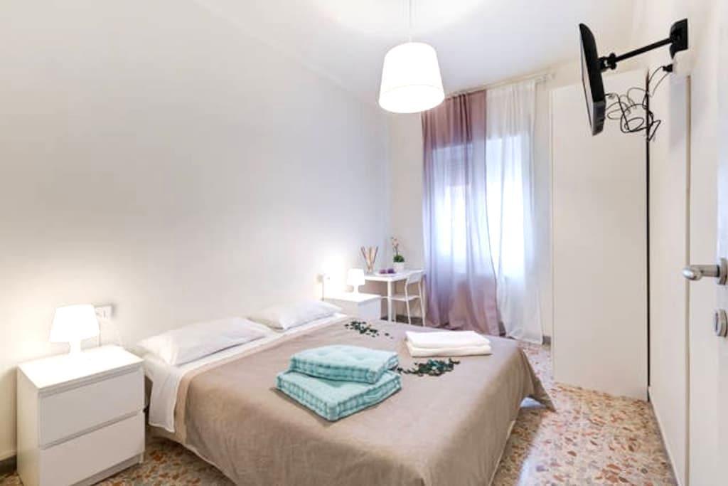 Ciampino 1 Roma AirportStation Room - Ciampino - Bed & Breakfast