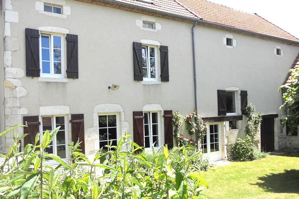 Beautiful cottage in Auvergne - Ébreuil - Ev