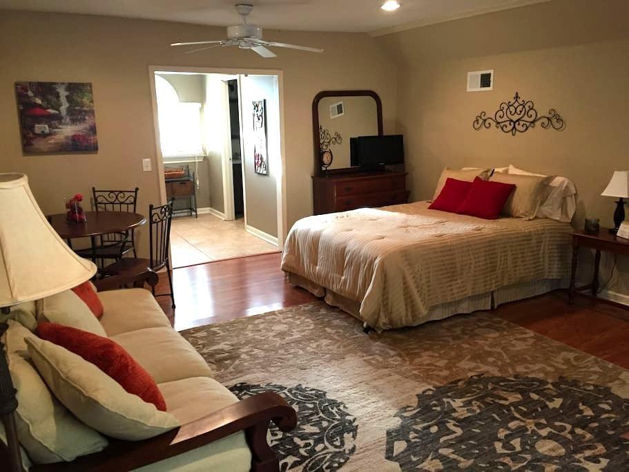 Serene Guesthouse with a View! - Marietta - Apartemen